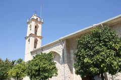 Alto campanario de piedra de Christian Church histórico Fotos de archivo libres de regalías