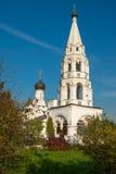 Alto campanile bianco Fotografie Stock Libere da Diritti