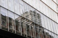 Alto complesso di uffici di aumento con le case nella priorità alta Londra Fotografie Stock