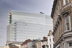 Alto complesso di uffici di aumento con le case nella priorità alta Londra Fotografia Stock Libera da Diritti