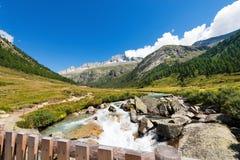 Alto de soin et rivière de Chiese - Italie Photographie stock libre de droits