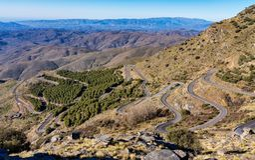 Alto de Velefique i Toppig bergskedja de Los Filabres, Almeria, Andalusia, Spanien royaltyfri foto