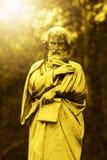 Alto derecho en un cementerio Fotos de archivo libres de regalías