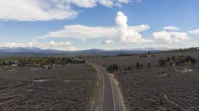 Alto desierto antes de una tempestad de truenos imagen de archivo