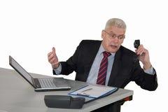 Alto directivo que começ retrocedido no telefone Fotografia de Stock