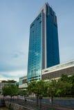 Alto edificio de la subida en Singapur Fotografía de archivo libre de regalías