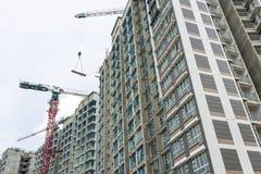 Alto edificio de la subida que sube Imagen de archivo