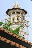 Alto edificio de la subida que sube Fotos de archivo libres de regalías