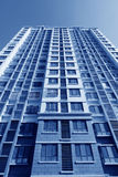 Alto edificio inacabado de la subida Imagen de archivo