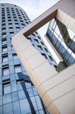 Alto edificio moderno Imagenes de archivo