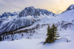 Alto en las montañas en invierno foto de archivo libre de regalías