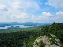 Alto encima de una montaña fotografía de archivo libre de regalías