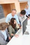 Alto-escolares en el entrenamiento de ordenador Foto de archivo