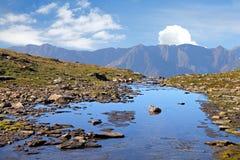 Alto flusso alpino della montagna Fotografia Stock Libera da Diritti