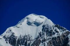 Alto ghiacciaio della montagna della neve nella regione di Tian Shan Fotografie Stock
