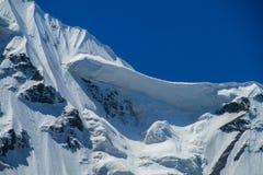 Alto ghiacciaio della montagna della neve nella regione di Tian Shan Immagini Stock
