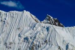 Alto ghiacciaio della montagna della neve in Tian Shan Immagine Stock Libera da Diritti