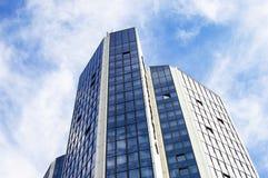 Alto grattacielo con le finestre di vetro Immagini Stock