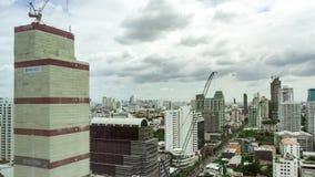 Alto horizonte de Bangkok del paisaje urbano del lapso de tiempo de subida en Tailandia almacen de video
