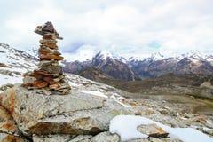 Alto mojón de la roca de la elevación, Blanca de Cordillera, Perú Fotos de archivo libres de regalías