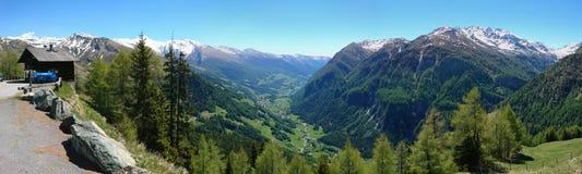 Alto panorama alpino del camino de Grossglockner fotos de archivo