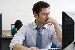 Alto profesor de escuela In Computer Lab Fotografía de archivo libre de regalías
