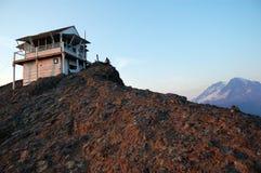 Alto puesto de observación del incendio fuera de control de la roca Fotos de archivo libres de regalías