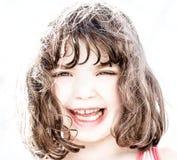 Alto retrato dominante de la risa de la chica joven foto de archivo libre de regalías