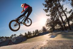 Alto salto de BMX Fotografía de archivo libre de regalías