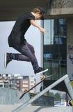 Alto salto del monopatín Imagen de archivo