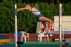 Alto salto di Yaroslav Rybakov immagine stock