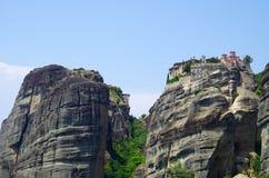 Alto sobre el top de la montaña Fotos de archivo