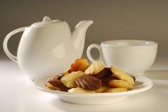 Alto té con las galletas Foto de archivo libre de regalías