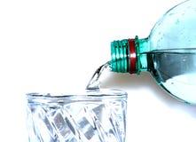 Alto-tasto di versamento dell'acqua Immagine Stock Libera da Diritti