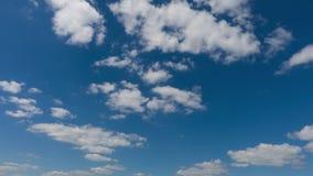 Alto timelapse qualitativo 4k di bei cielo e nuvole, nessun uccelli, nessuna luce intermittente stock footage