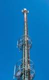 Alto - torre de comunicações eletrônicas da tecnologia Fotografia de Stock