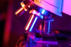 Alto vicino del microscopio Fotografia Stock