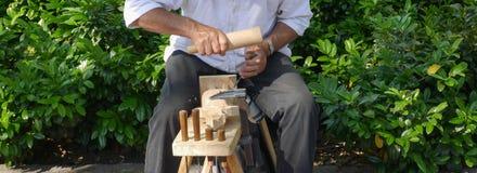 Alto vicino dell'intagliatore del legno Fotografie Stock Libere da Diritti