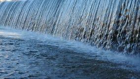 Alto vicino della cascata stock footage