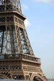 Alto vicino della Torre Eiffel Fotografie Stock Libere da Diritti