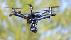 Alto - zangão Hexacopter da câmera da tecnologia em voo Imagens de Stock