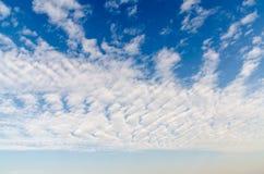 Altocumulus-Wolken Lizenzfreies Stockfoto