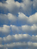 Altocumuluswolken Stockfoto