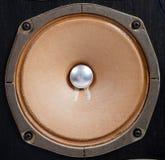 Altofalante estereofónico do vintage em um fundo branco imagens de stock royalty free