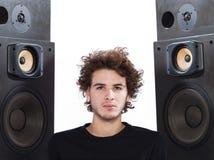 Altofalantes de escuta do melómano do homem Fotografia de Stock