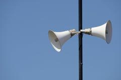 Altoparlanti rumorosi su una colonna alta Fotografia Stock Libera da Diritti
