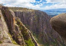 Altos acantilados y cantos rodados escarpados en el Mt Parque nacional del búfalo Imagen de archivo libre de regalías