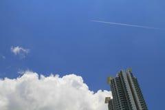 altos bloques de apartamentos de la subida en la isla de Lantau, HK Fotos de archivo