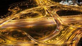 Altos cruces del tráfico en lapso de tiempo de la ciudad 4k de Dubai almacen de video