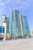 Altos edificios del aumento en Dubai Imagen de archivo libre de regalías